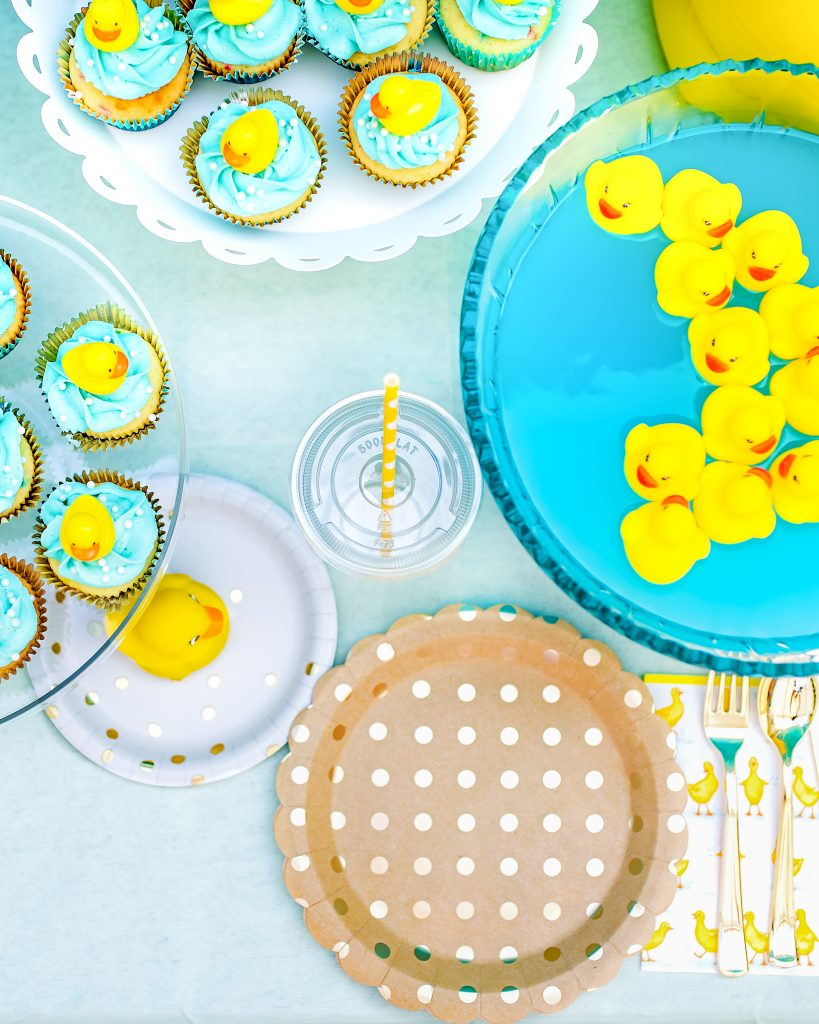 Rubber Duck birthday party: Table decor and punch bowl with floating ducks