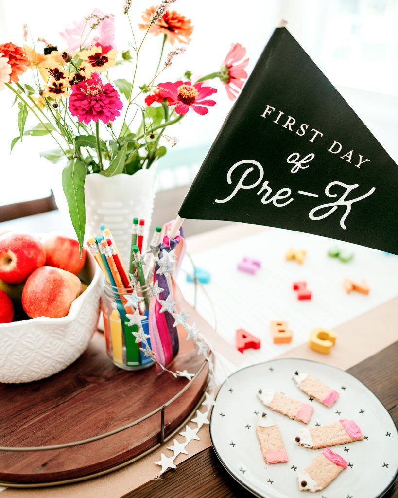 Happy first day of school party with a simple and sweet after school treat !