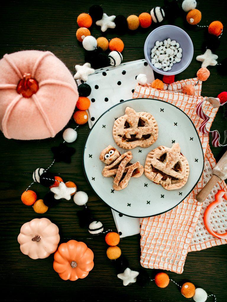 A cute halloween treat! Mummy and Pumpkin hand pies