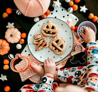 A Cute Halloween Treat: Pumpkin Hand-Pies!