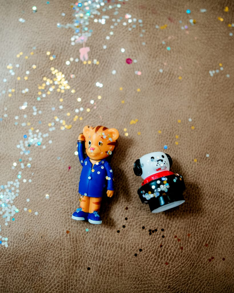Using toys and glitter to teach kids about washing hands