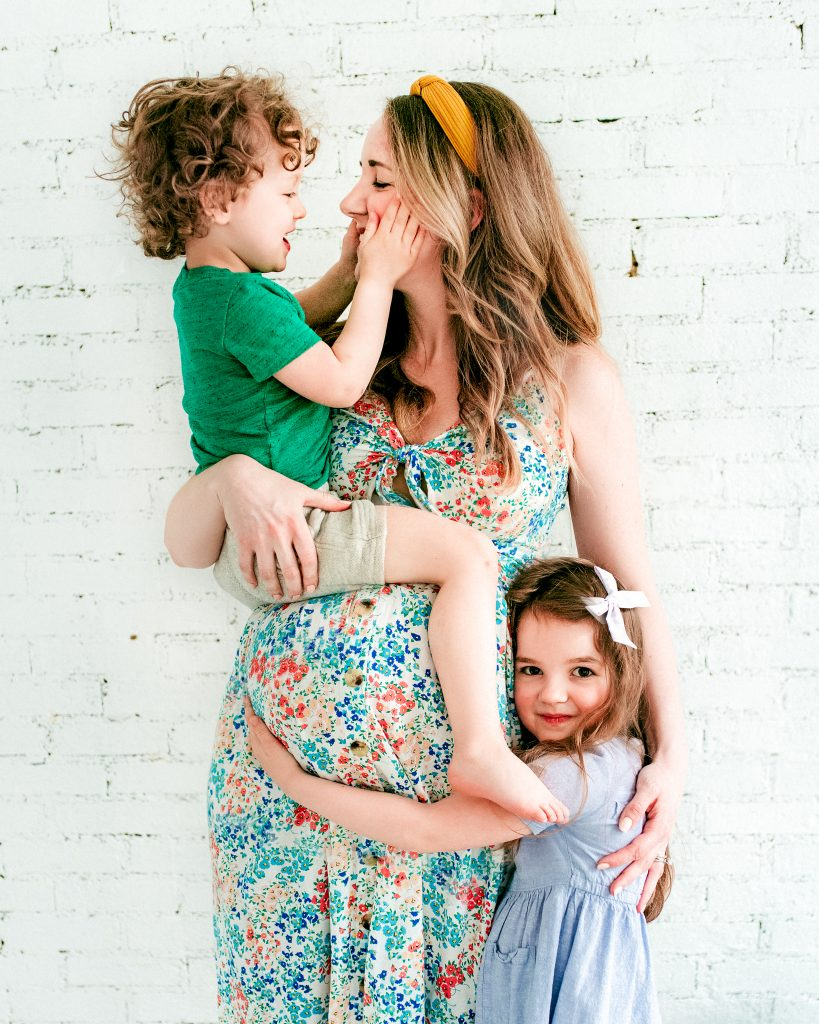 Spring pregnancy maternity photo with siblings