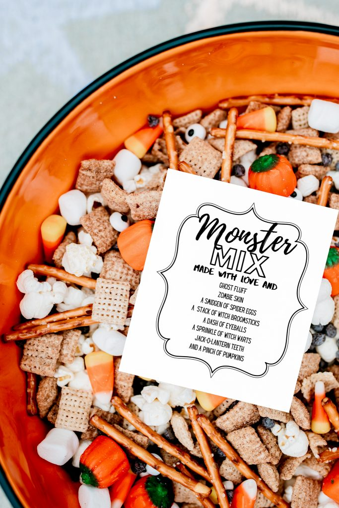 Monster Mix ! Make this fun and spooky Halloween treat with a handful of simple ingredients! FREE PRINTABLE !!