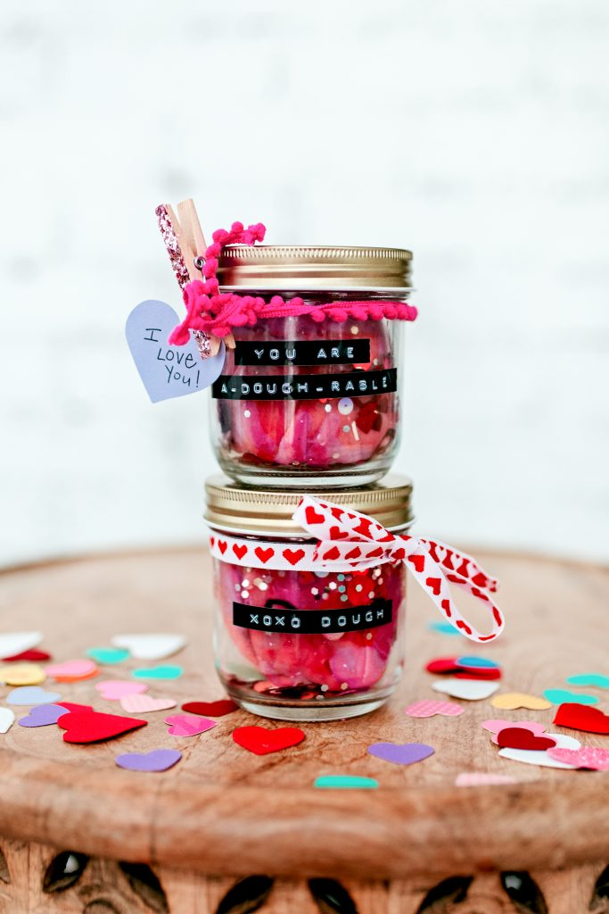 Cute playdough recipe for Valentine's Day for kids. Easy Valentine's Day gifts for kids. Playdough Valentine for kids.