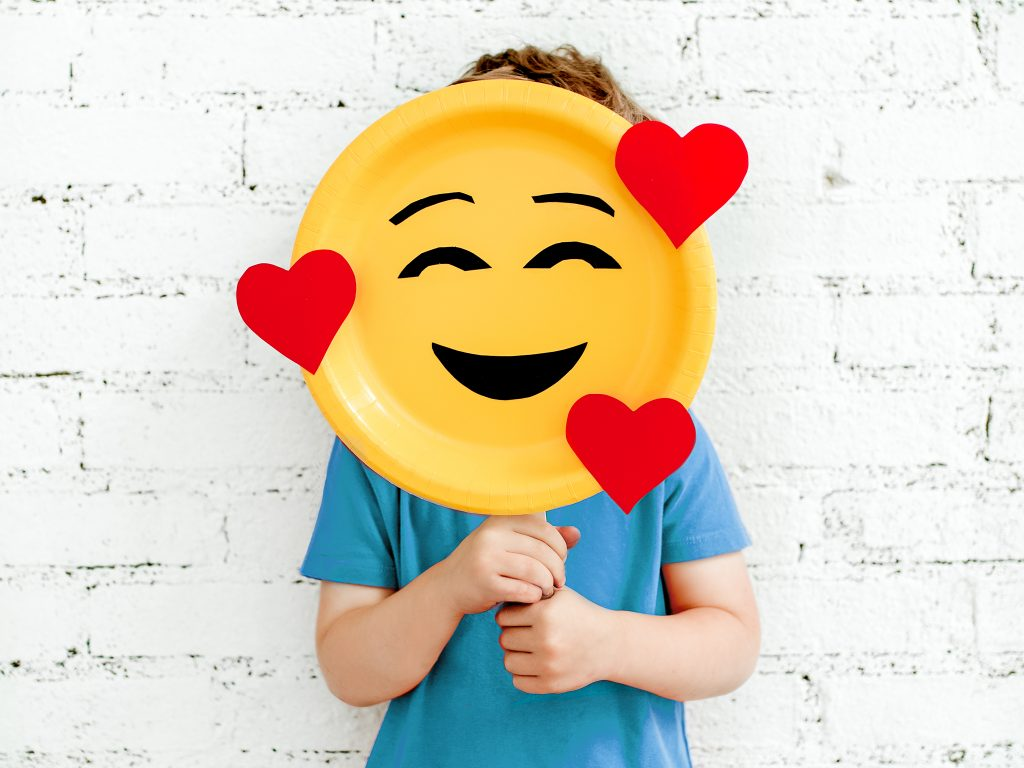 Make a cute and easy emoji mask paper plate craft for kids! Emoji Day is July 17 !!