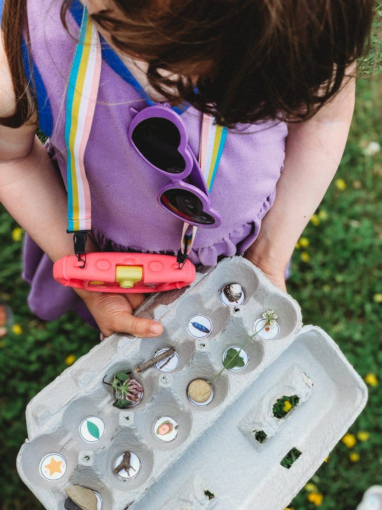 Mom hack: Go on a fun nature scavenger hunt using an egg carton to collect treasures! Print a free list here!