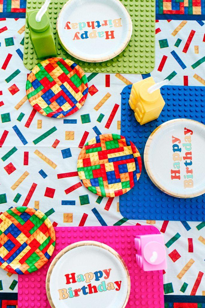 Set a lego birthday party table!